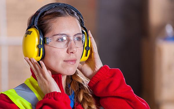 Quais cuidados tomar para não prejudicar a sua audição no trabalho?